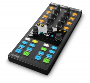Native Instruments TRAKTOR KONTROL X1 MK2 kontroler